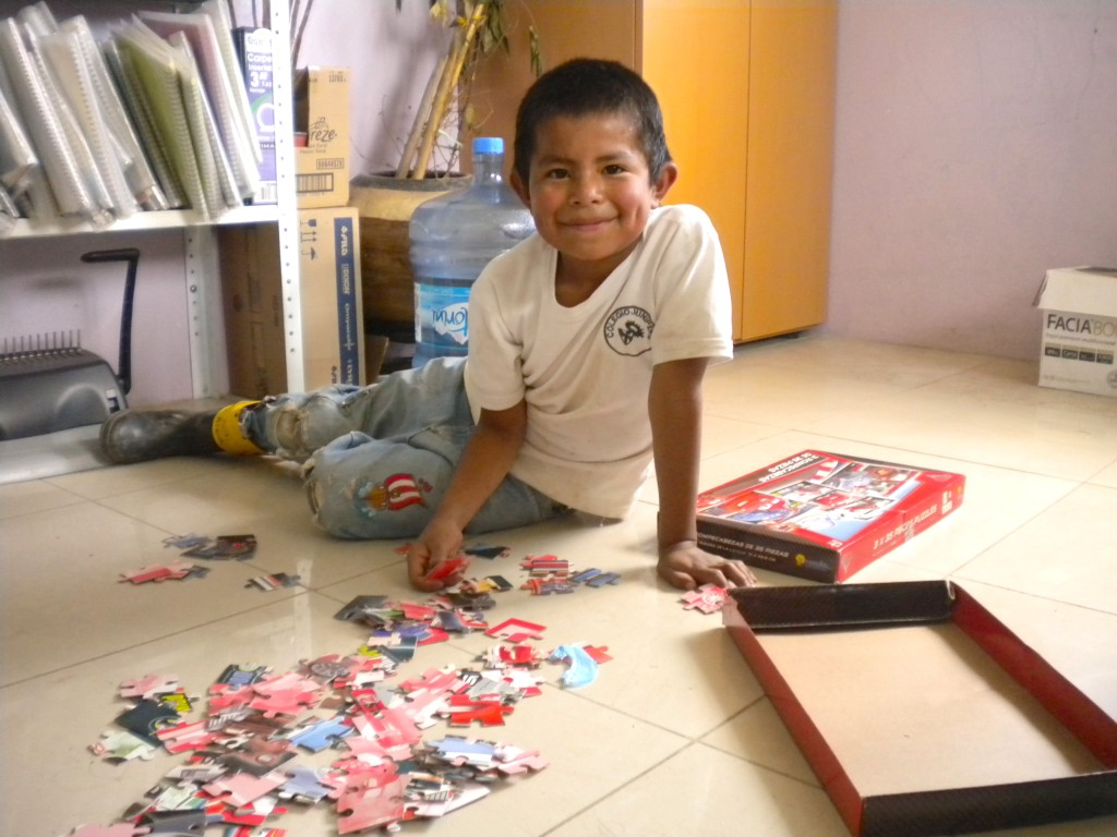 Javier is an 8 year old boy from Estado de México who loves doing Jigsaws